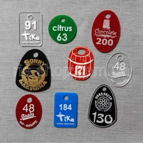 Гардеробные номерки с логотипом заведения